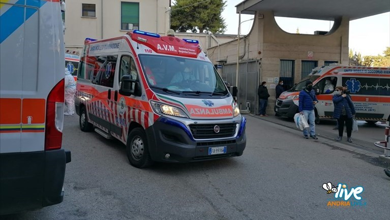 Ambulanze in coda al Bonomo