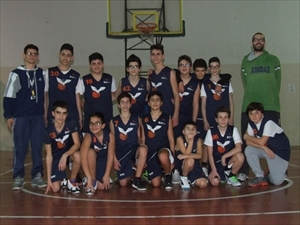 La Bat under 13 con l'allentore in seconda Peppe Luisi