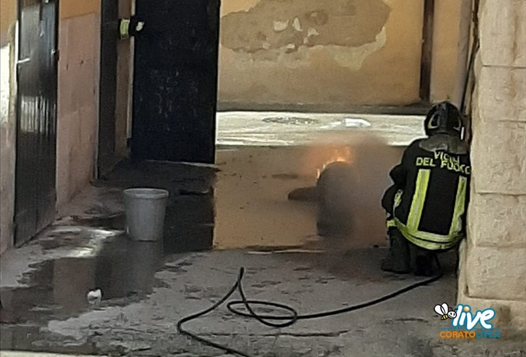 Bombola di gas in fiamme in via Leonello