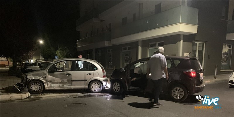 Incidente tra due auto nella notte all'incrocio tra via Donizetti e via Rossini