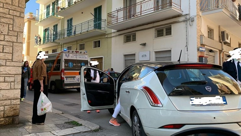 Donna investita da un'auto in Via Tripoli