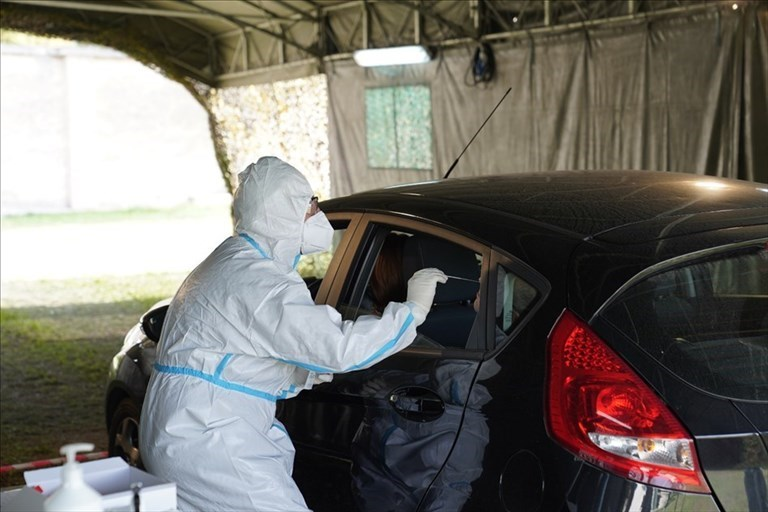 Tamponi in auto: attivi a Bari e provincia 14 postazioni drive through