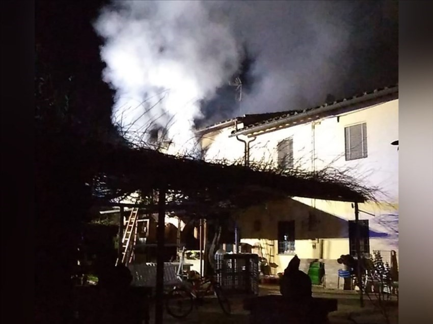 Incendio in un terratetto a Montebonello