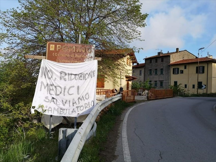 """Salviamo ambulatorio a Pomino: striscioni in paese"""