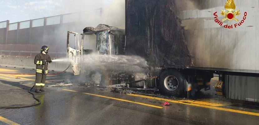 Il camion in fiamme